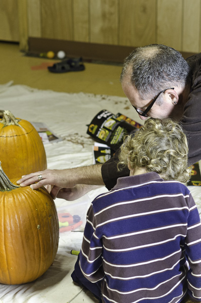 121028_PumpkinCarving_013