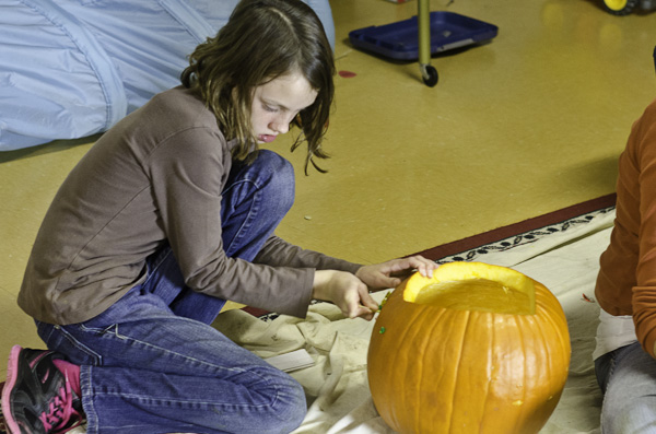 121028_PumpkinCarving_014
