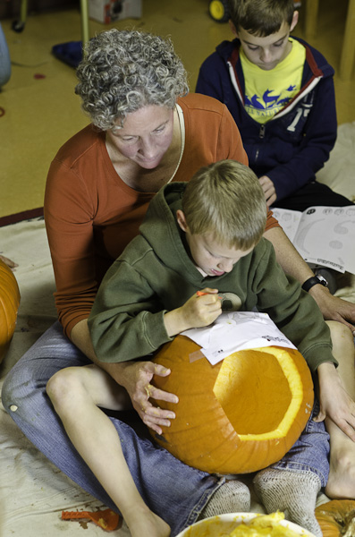 121028_PumpkinCarving_018