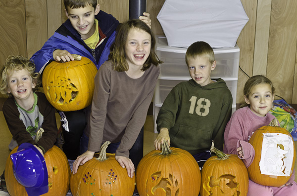 121028_PumpkinCarving_040