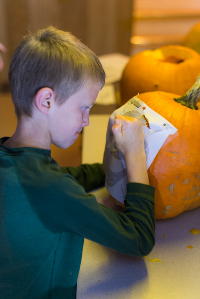 141030_PumpkinCarving_010